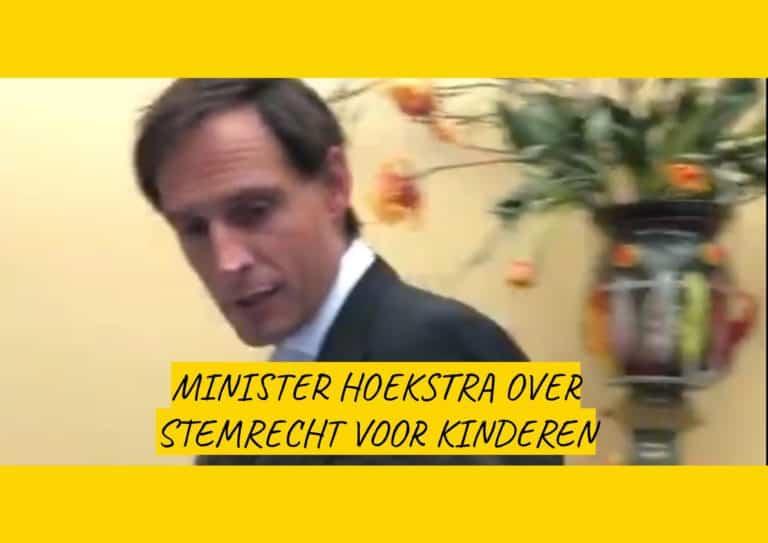 Walk&Talk: onderweg naar de Tweede Kamer weet Darryl nog snel een interview te doen met Minister Hoekstra